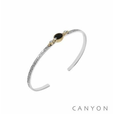 Bracelet argent jonc ouvert anneau gravé et décoré d'un onyx noir et de 2 perles synthétiques blanches - Canyon