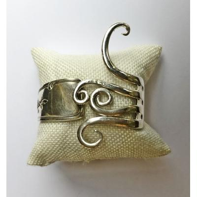 Bracelet modèle 3 fabriqué avec des couverts en argent - Création d'Olivia