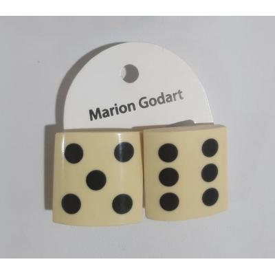 Boucles d'oreilles dés fond blanc résine Marion Godart
