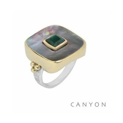 Bague argent carré grand modèle nacre grise et petite sillimanite verte sertissage laiton - Canyon