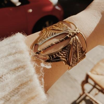 bracelet libellule doré 1  Lotta Djossou