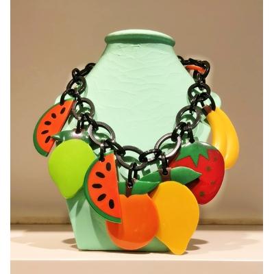 Collier fruits 54 cm Résine
