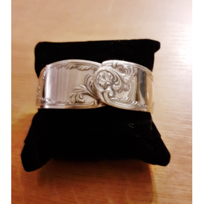 Bracelet manche n°4 fabriqué avec des couverts en argent - Création d'Olivia