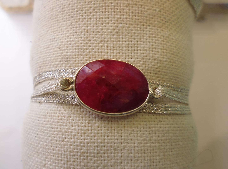 bracelet 3 tours avec pierre racine de rubis v ritable sur fil d 39 agent la belle simone. Black Bedroom Furniture Sets. Home Design Ideas