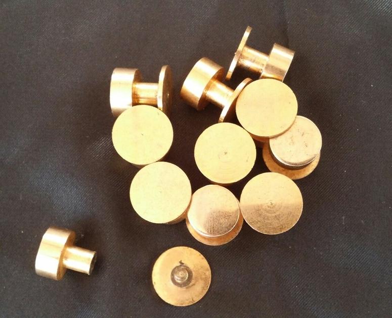 rivet plat a visser articles metalliques fournitures metalliques bouton de col. Black Bedroom Furniture Sets. Home Design Ideas