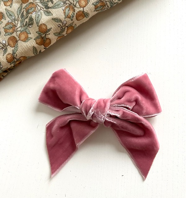 Barrette noeud en velours coloris rose pâle