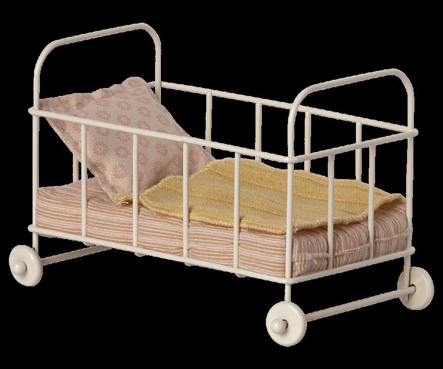 Lit bébé en métal pour bébé souris ou lapin format micro coloris rose