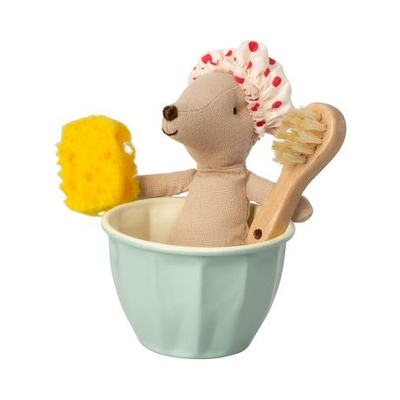 Grande soeur souris Maileg dans sa tasse-baignoire
