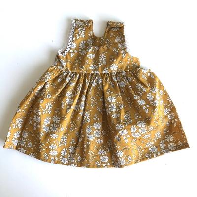Robe Jessie pour poupée de 32 à 38 cm Liberty Capel moutarde