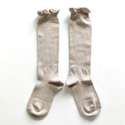 Chaussettes hautes unies bordure dentelle coloris Pierre