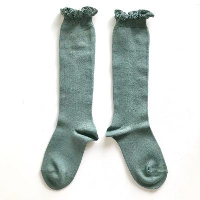 Chaussettes hautes unies bordure dentelle coloris Lichen
