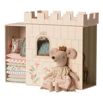 Grande soeur souris Princesse au petit pois et son château