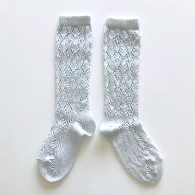 """Chaussettes hautes ajourées """"géométrique"""" en coton perlé coloris Gris perle"""