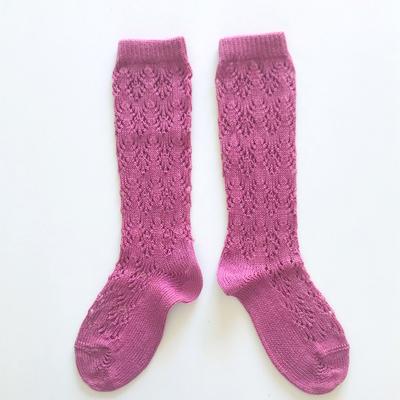 """Chaussettes hautes ajourées """"géométrique"""" en coton perlé coloris Cassis"""