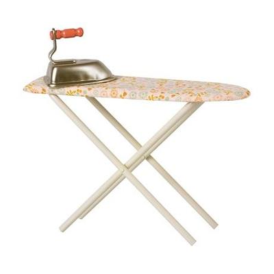 Table et fer à repasser Maileg