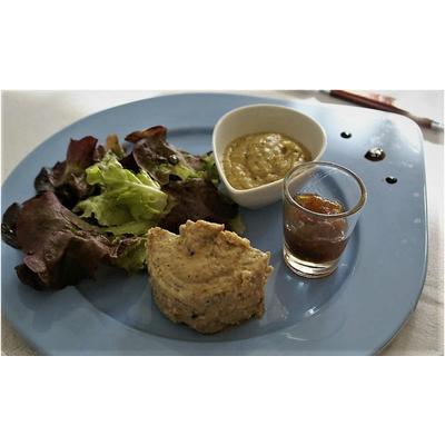 Galantine de volaille aux cèpes et foie gras, courgettes curry & confit d'oignon