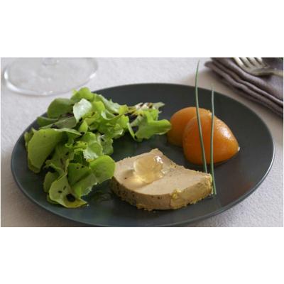 Foie gras de canard entier du sud – ouest, oreillons d'abricot et confit de vin de Jurançon