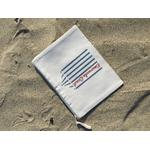 pochette emeraude coast bleu rouge devant vue sable