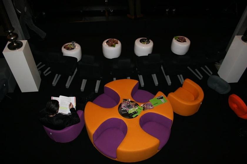 Banquette ronde 4 places STARK pour salle dattente 160cm