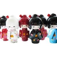6 poupées japonaises Kokeshi