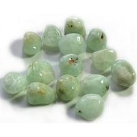 Lot de 8 pierres de jade vert