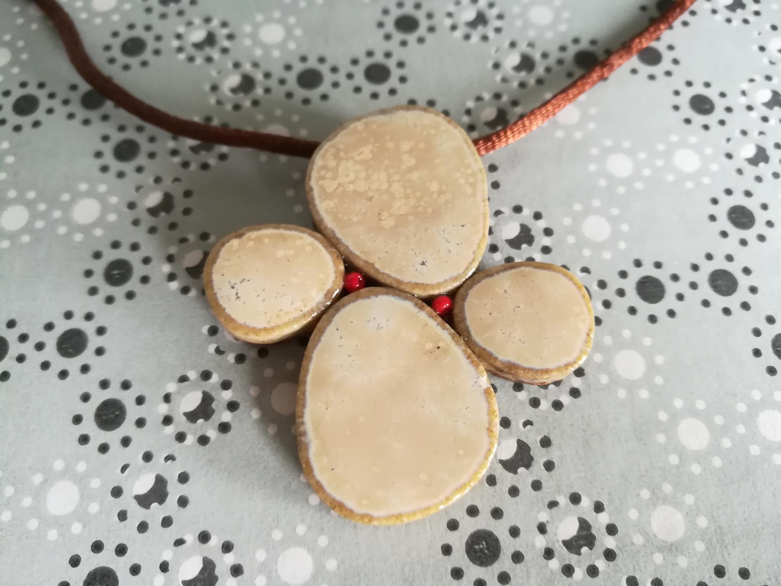 Pendentif Galets japonais beige sable