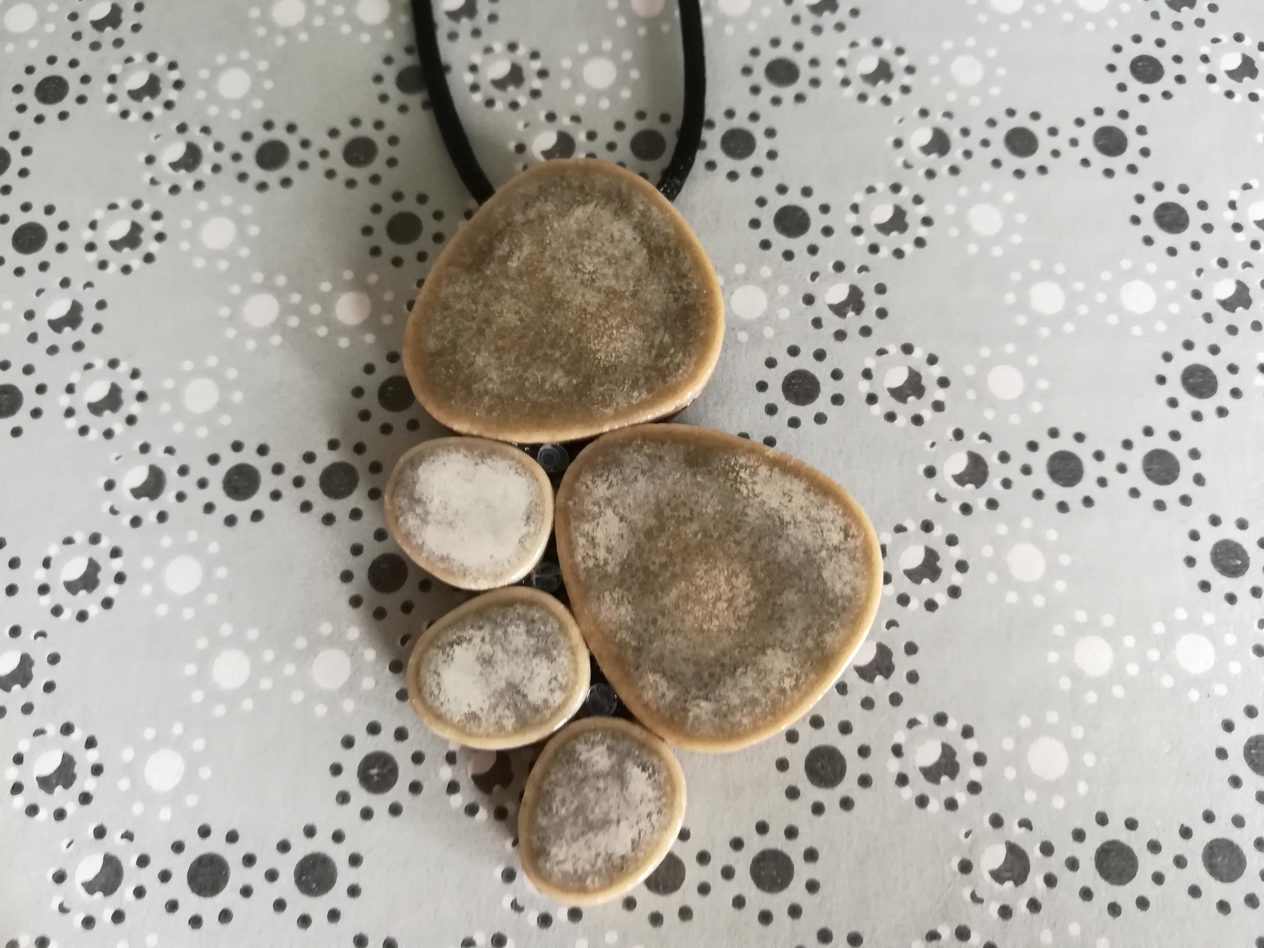 Pendentif galets japonais ton pierre