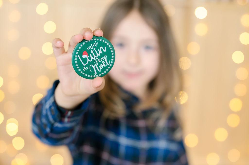 Maxi badge de Noël | Mini Lutin du Père Noël | Version verte | Petite idée cadeau de Noël