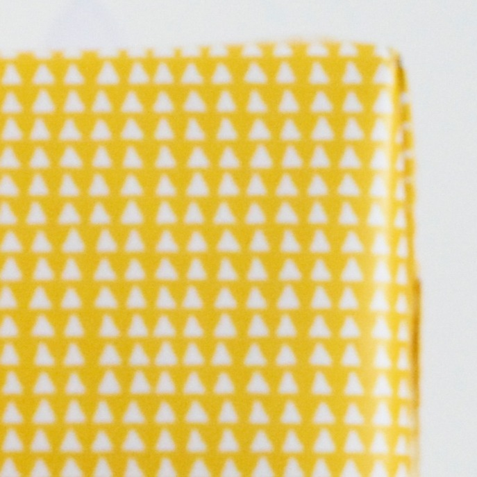 Rouleau Papier Cadeau Avec Des Triangles