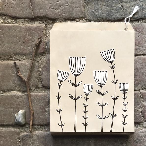 Kraft - 10 sachets papier avec de jolies fleurs