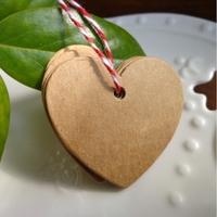 100 petites étiquettes kraft en forme de coeurs