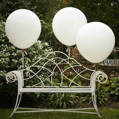 tres gros ballon blanc