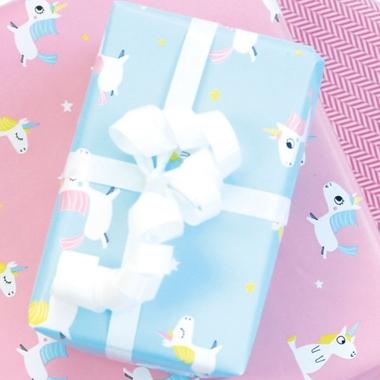 papier cadeau avec licorne