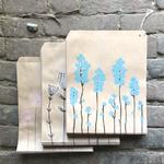 pochette en papier kraft avec des fleurs