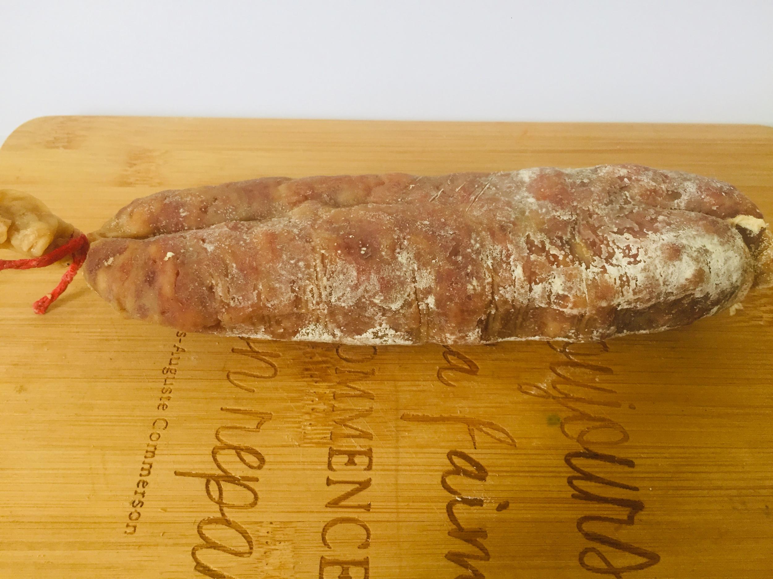 Saucisson artisanal de porc du Pays basque au piment d\'Espelette