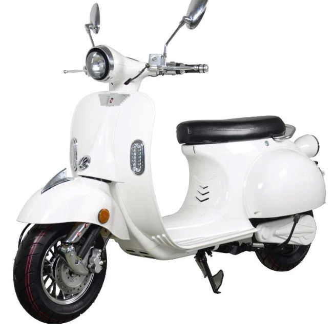 e azur retro 50 un look vespa pour ce scooter lectrique. Black Bedroom Furniture Sets. Home Design Ideas