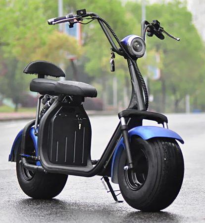 scooter lectrique bleue avec batterie d montable scooters electriques. Black Bedroom Furniture Sets. Home Design Ideas