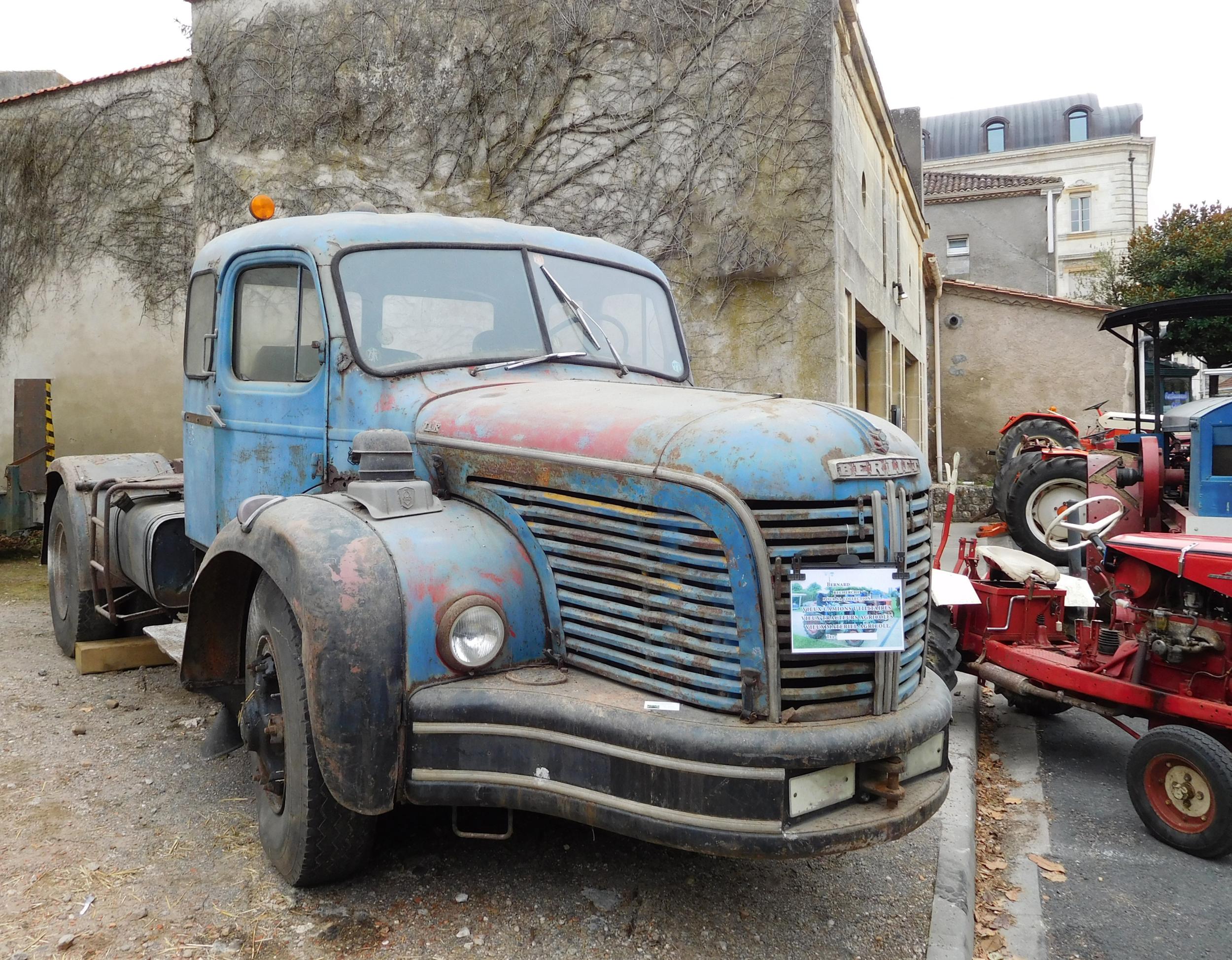 Berliet rusty truck A