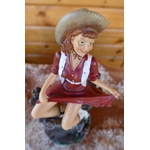 N°611 Figurine Pin-Up cowgirl sur une barrière