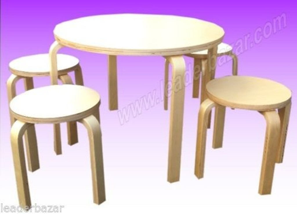 Table enfants en bois avec 4 tabourets