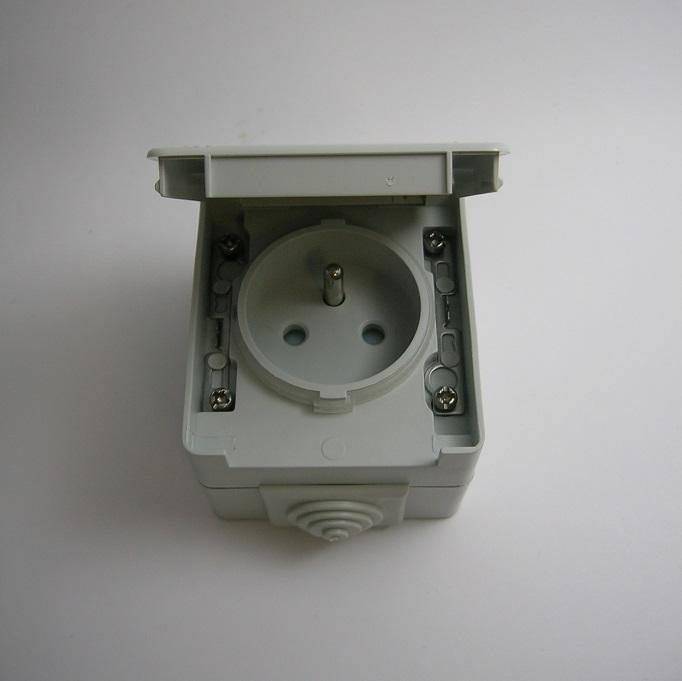 Prise de courant avec Terre IP65 - Gris ou Blanc