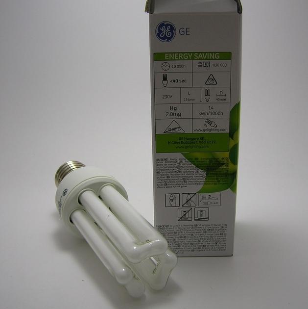 Ampoule Fluocompacte GE E27 15W-2