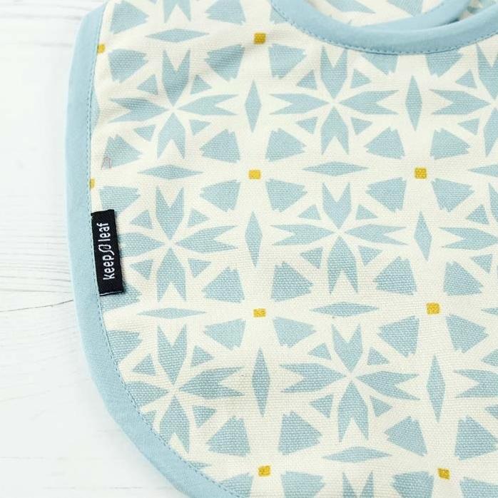 KEEP LEAF bavoir bébé réversible coton bio geo (2)