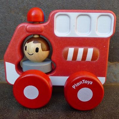 camion de pompiers en bois