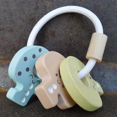 PLAN TOYS hochet clés pastel en bois