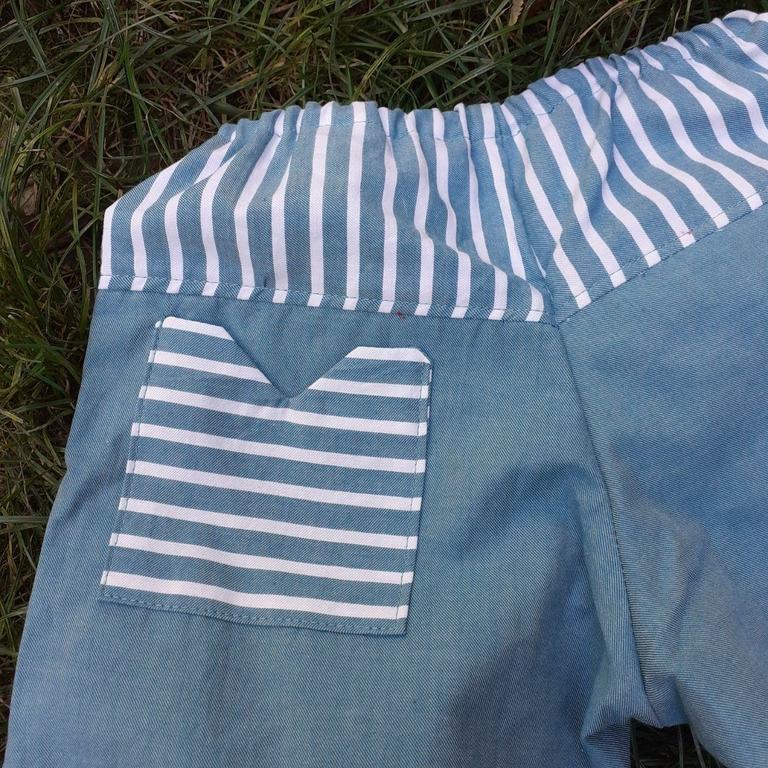 pantalon bleu poche arrière