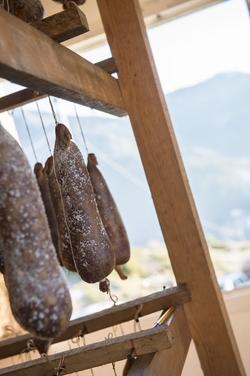 Saucisson Corse présentation pendue www.luxfood-shop.fr