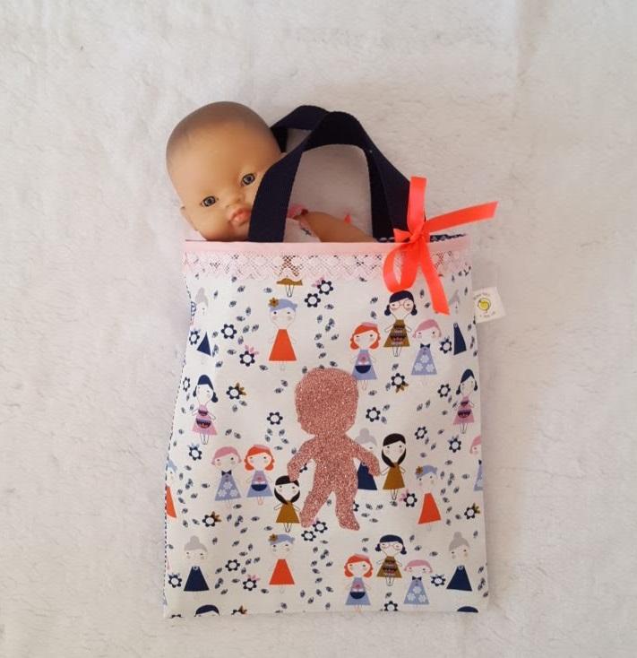 sac fille avec poupée