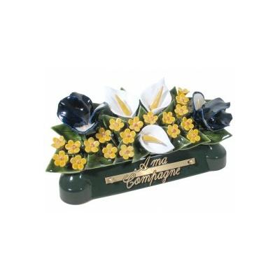 Fleurs céramique devant de tombe arums iris gypsophile