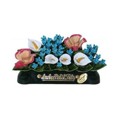 Fleurs céramique devant de tombe orchidées arums myosotis